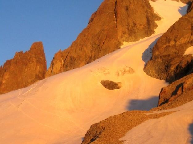 La Grande Ruine (Pointe Brevoort, 3765 m) et le Glacier Supérieur des Agneaux. A gauche, la Tour Choisy. Alpinisme dans le massif des Ecrins, Oisans.