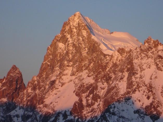 La Barre des Ecrins (4102 m) versant est, vue du Pic de Dormillouse. Massif des Ecrins, Hautes Alpes.