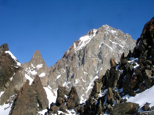 Barre des Ecrins (4102 m), versant SE. Vue depuis l'épaule 3343 m du Pic Coolidge. Massif des Ecrins, hautes Alpes.
