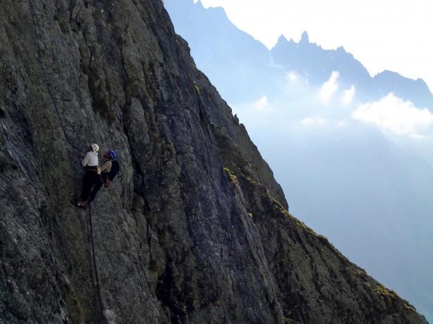 Escalade à la Pointe de la Sagnette avec les guides de Serre Chevalier. Massif des Ecrins, Briançonnais.