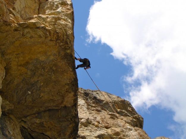 Rappel au rocher de la Mandette, vallée de la Guisane, Briançonnais.