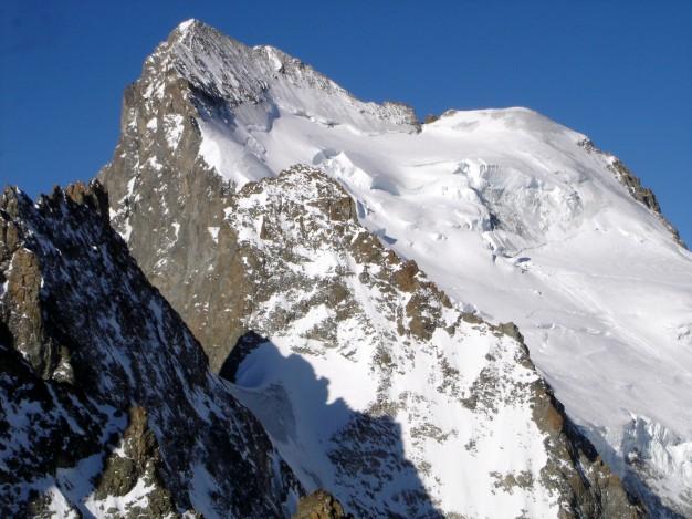 Barre des Ecrins (4102 m) et Dôme de Neige des Ecrins (4015 m). Massif des Ecrins, Briançonnais, Vallouise, Hautes Alpes.