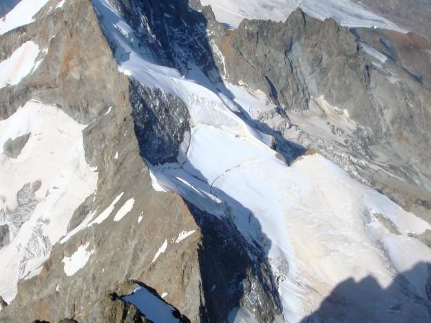 Le Râteau et le Dôme du Mont de la Lauze, depuis le Grand Pic de la Meije. Alpinisme dans le massif des Ecrins, Oisans.