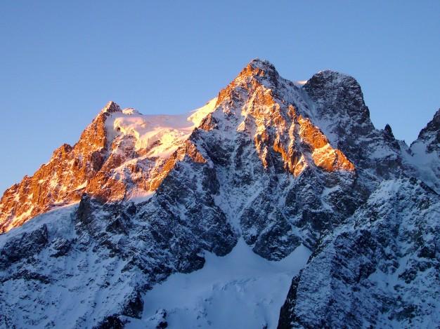 Pelvoux (3943 m) depuis le refuge du Glacier Blanc. Massif des Ecrins, Briançonnais, Hautes Alpes.