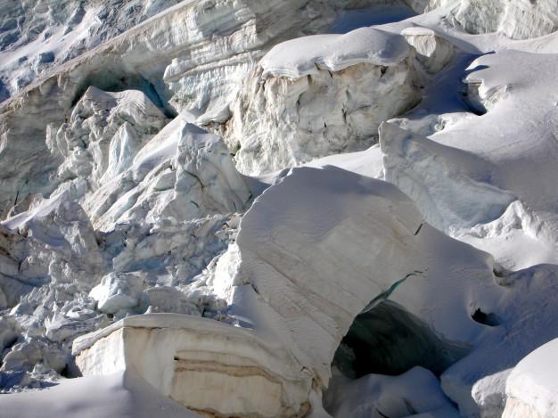 Séracs sur le glacier des Violettes. Alpinisme dans le massif des Ecrins, Briançonnais, Hautes Alpes.