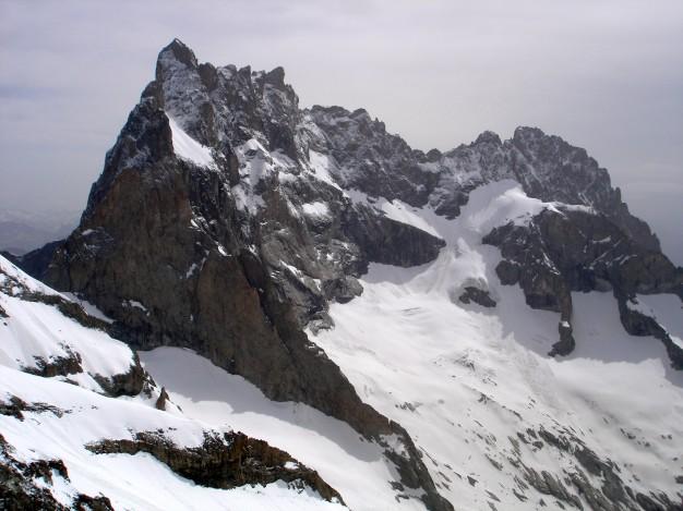 La Meije, Grand Pic et arêtes, vus depuis l'arête sud du Râteau Est. A l'extrémité droite : le Pic Gaspard et son arête SSE. Alpinisme dans le massif des Ecrins, Oisans.