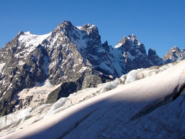 Pelvoux (3943 m), depuis le Glacier Blanc. Alpinisme dans le massif des Ecrins, Briançonnais, Hautes Alpes.