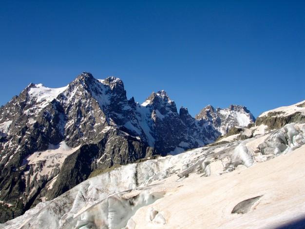 Sur le Glacier Blanc. Au fond le Pelvoux. Massif des Ecrins, Hautes Alpes.