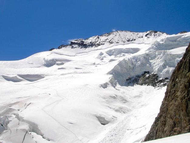 Face nord de la Barre des Ecrins (4102 m), point culminant du massif des Ecrins. Alpinisme en Briançonnais et Oisans.