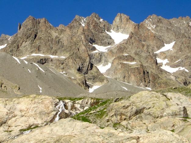 Les Agneaux (3664 m) versant Sud, depuis le refuge du Glacier Blanc. Alpinisme, massif des Ecrins, Briançonnais, Hautes Alpes.