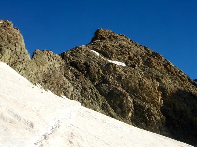 A gauche, l'arête sud des Agneaux (3664 m) qu'emprunte la voie normale. Alpinisme, massif des Ecrins, Briançonnais, Hautes Alpes.
