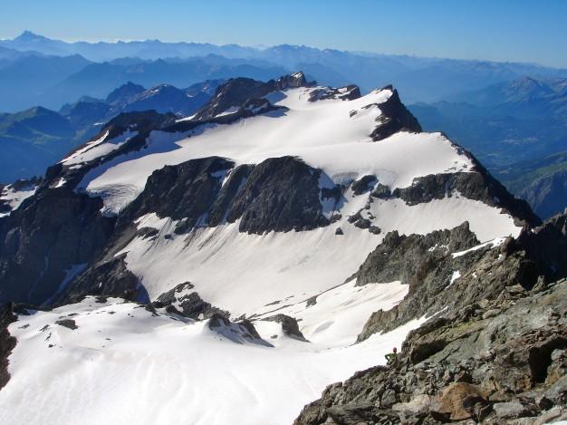 Dôme du Monêtier (3878 m), versant nord vu des Agneaux. Alpinisme, massif des Ecrins, Briançonnais, Hautes Alpes.