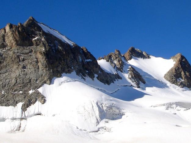 Pointe Marie Louise et Pic de la Grave, depuis le glacier de la Girose. Alpinisme dans le massif des Ecrins, Oisans, Hautes Alpes.