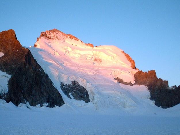 Barre Noire (3751 m), Barre des Ecrins (4102 m) et Dôme de Neige (4015 m) versant nord.