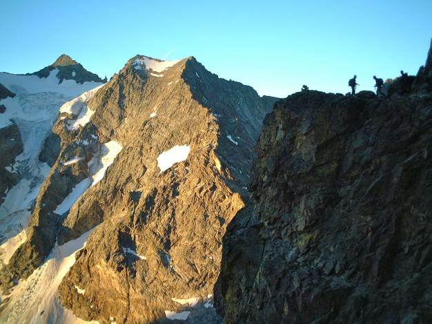 Sur les vires de l'Ailefroide Orientale. Alpinisme dans le massif des Ecrins, Briançonnais.
