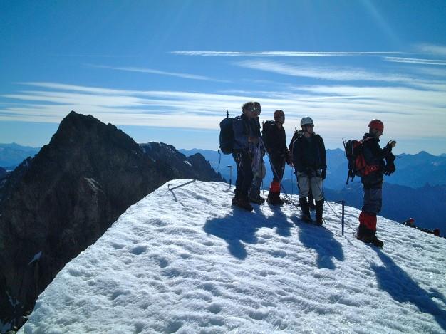 Au sommet de l'Ailefroide Orientale (3847 m). Alpinisme dans le massif des Ecrins, Briançonnais.