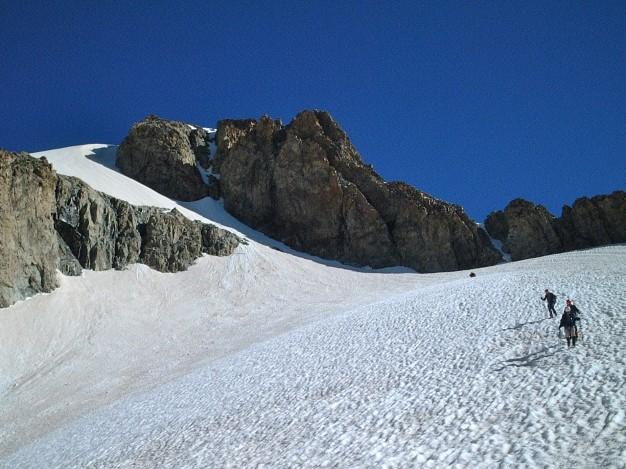 Sur la voie normale de l'Ailefroide Orientale (3847 m). A l'arrière plan la
