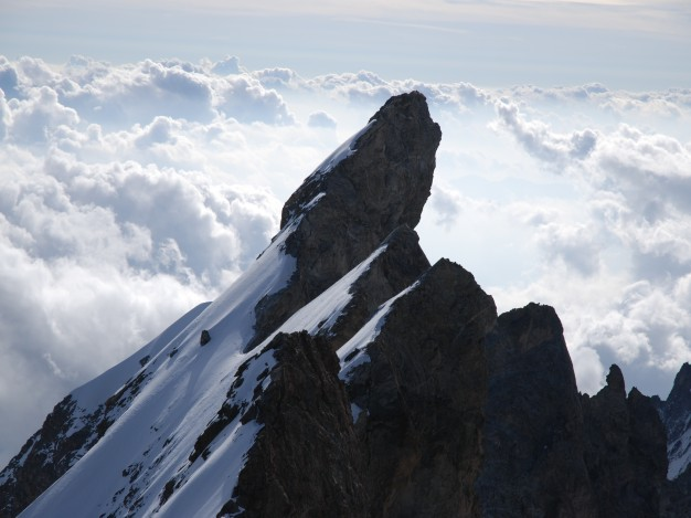 Traversée des arêtes de la Meije : le Doigt de Dieu (3973 m). Alpinisme dans le massif des Ecrins, Oisans.