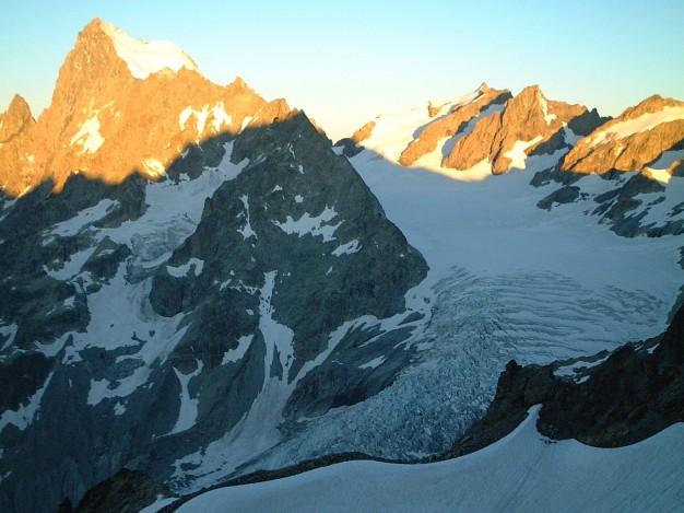 Cirque du Glacier Blanc, en montant au col du Monêtier. Alpinisme, massif des Ecrins, Briançonnais, Hautes Alpes.