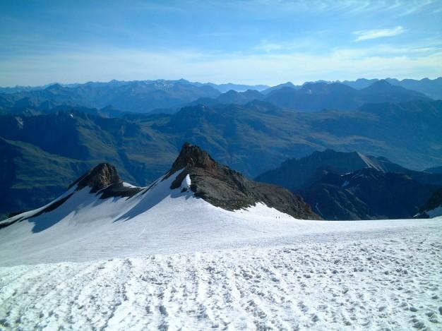 Dôme du Monêtier, vers le Pic du Rif (3478 m). Alpinisme, Massif des Ecrins, Briançonnais, Hautes Alpes.