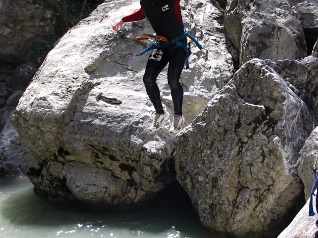 Saut dans le canyon du Fournel. Canyoning, Serre Chevalier, Briançonnais.