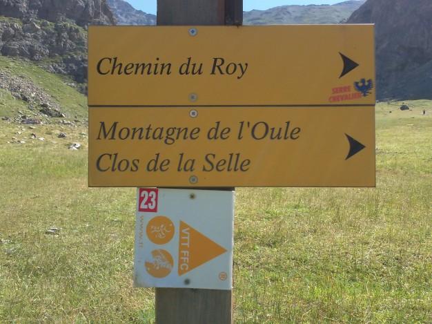Le sentier du Chemin du Roy appartient au réseau des chemins de randonnée de Serre Chevalier. Il est également référencé parmi les itinéraires du site  labellisé FFC VTT du Briançonnais.