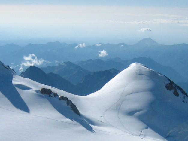 La Pyramide Vincent (4215 m). Massif du Mont Rose. Alpinisme avec les guides de Serre Chevalier.