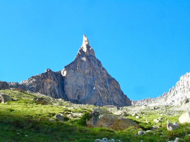 L' Aiguille Dibona, Massif des Ecrins, Oisans. Escalade avec les guides de Serre Chevalier.