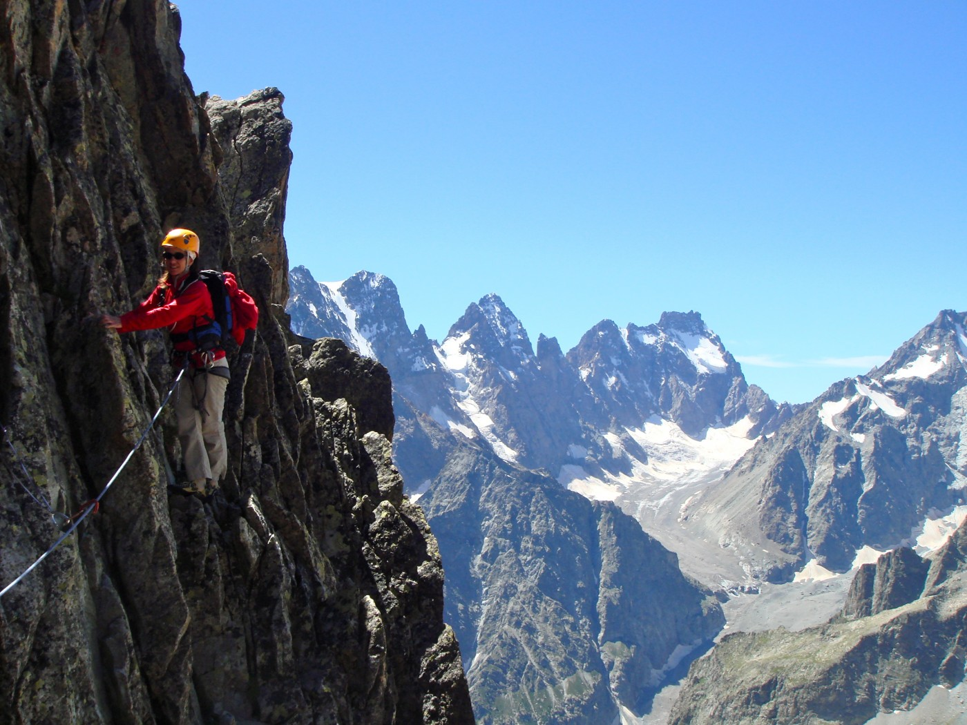 Traversée de la Pointe des Cinéastes. Alpinisme avec les guides de Serre Chevalier dans  le Massif des Ecrins, Briançonnais.
