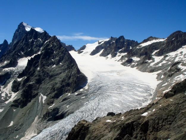 Traversée de la Pointe des Cinéastes, vue sur le Glacier Blanc et les Ecrins. Alpinisme avec les guides de Serre Chevalier dans  le Massif des Ecrins, Briançonnais.