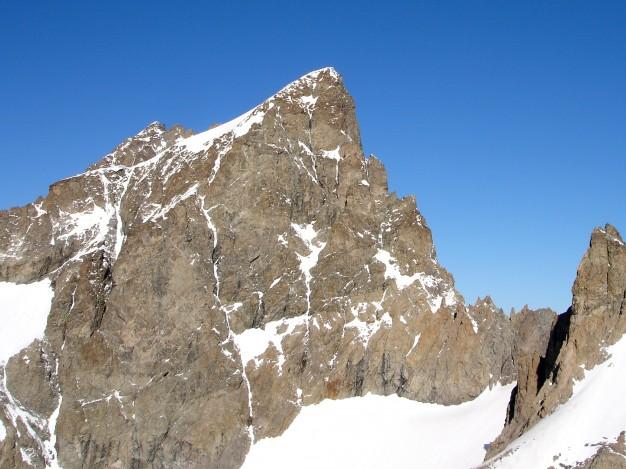 L'Ailefroide Orientale, vue de l'aiguille de Sialouze. Alpinisme dans le massif des Ecrins, avec les guides de Serre Chevalier.