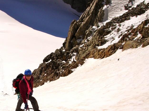 Montée au col de la Casse Déserte, versant est. Alpinisme dans le massif des Ecrins avec les guides de Serre Chevalier.