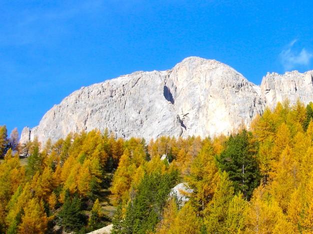 Tête Colombe, versant sud. Escalade dans les Cerces avec les guides de Serre Chevalier.