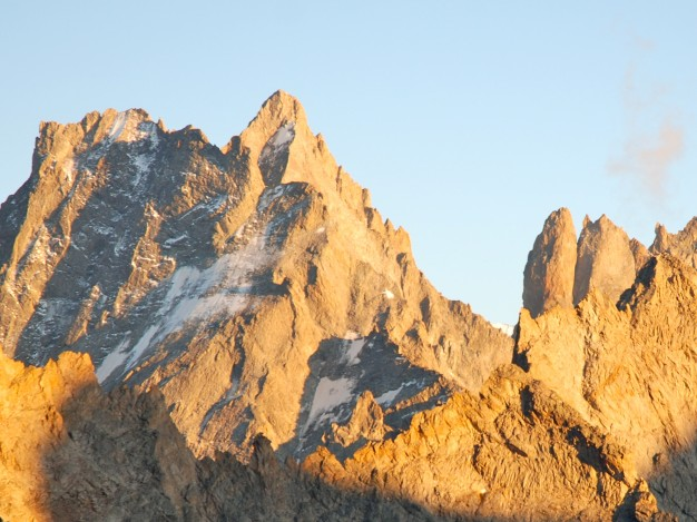 La Grande Ruine, avec son arête sud et la Tour Choisy. Alpinisme avec les guides de Serre Chevalier. Massif des Ecrins, Oisans.