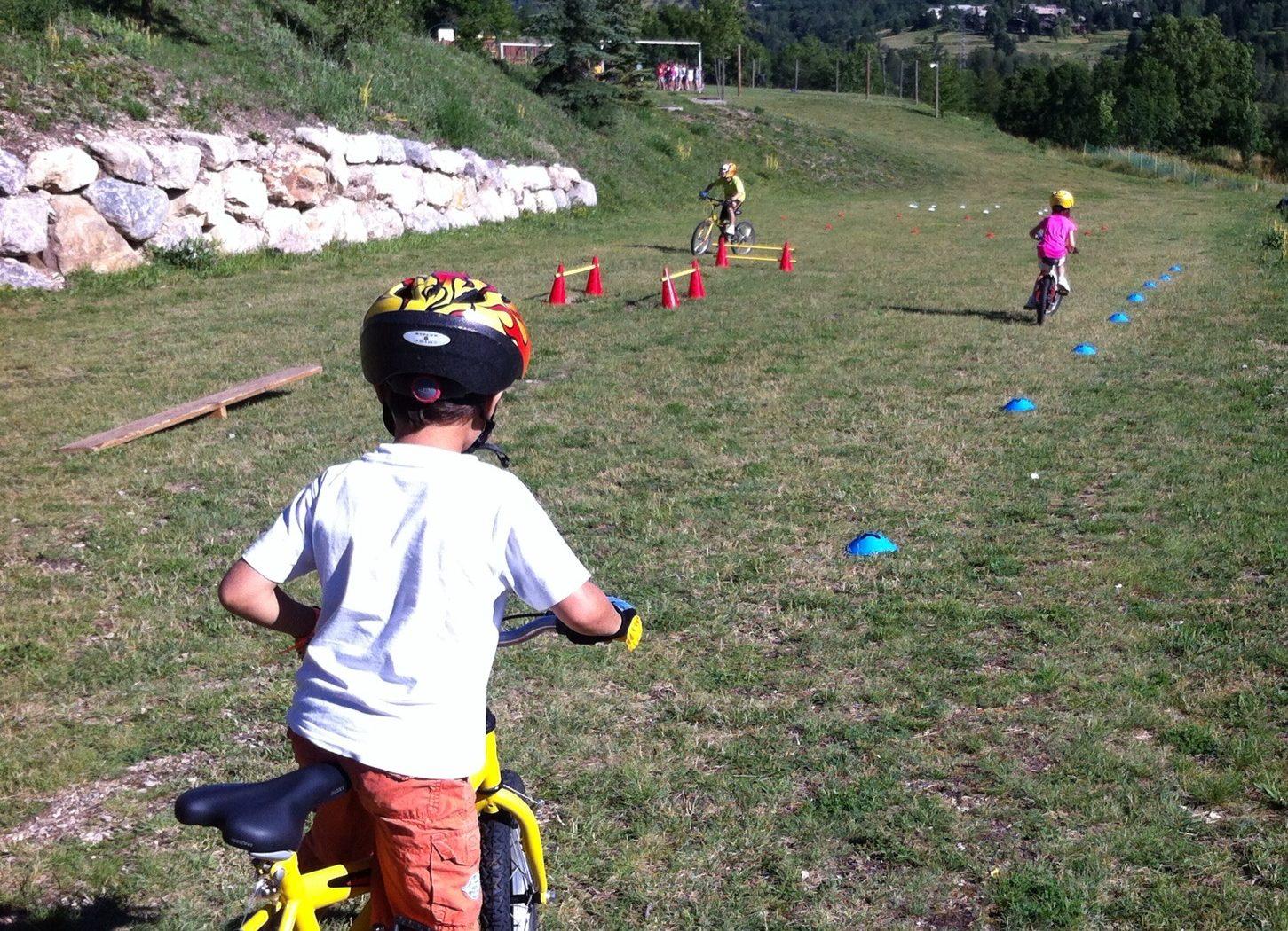 A partir de 6 ans, les enfants en vacances à Serre chevalier peuvent être initiés au VTT. L'école de VTT du bureau des guides de Serre Chevalier propose des leçons particulières pour toutes les catégories d'âges.