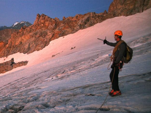 Sur le glacier supérieur des Agneaux, vers le col des Neiges. Alpinisme dans le massif des Ecrins avec les guides de Serre Chevalier.