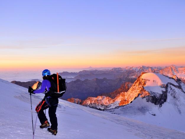 Lever de soleil sue les Alpes frontalière - La plaine du Pô sous la brume - Au premier plan, le Ciarforon, tout au fond, le Mont Viso.