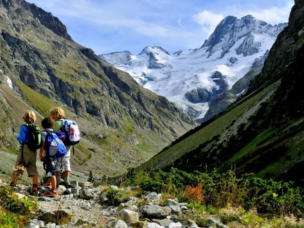 Randonnée dans le Massif des Ecrins - Oisans. Au fond : les Bans et le glacier de la Pilatte.