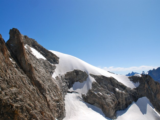 L'arête sud du Râteau est, vue depuis le Piler Candau. Alpinisme dans le massif des Ecrins avec les guides de Serre Chevalier.