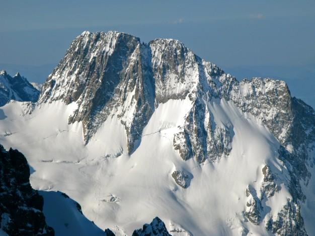 Les Bans (3669 m) dans le massif des Ecrins. Ici la face NE, avec en dessous le glacier de la Pilatte. Alpinisme dans le massif des Ecrins avec les guides de Serre Chevalier.