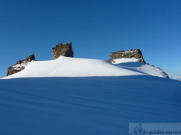 Le plateau sommital et les gendarmes du becca di Moncorvé