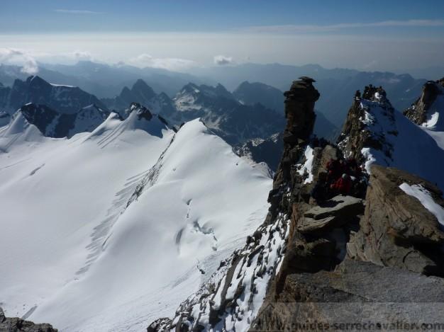 L'arrivée au sommet du Grand Paradis - Escalade de quelques gendarmes faciles
