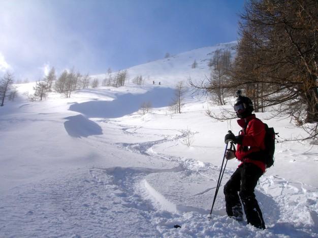 Descente hors piste sur le val Troncea. Free ride à Sestriere avec les guides de Serre Chevalier.