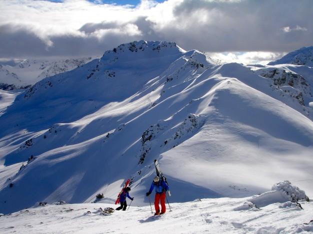 En montant au Mont de la Plane. Free ride à Montgenèvre avec les guides de Serre Chevalier.