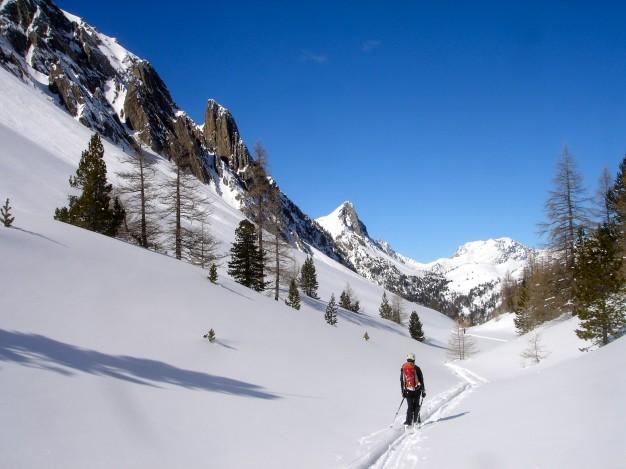 Les Rochers Charniers : ski de randonnée avec les guides de Serre Chevalier. Descente sur Plampinet par le vallon de l'Opon.