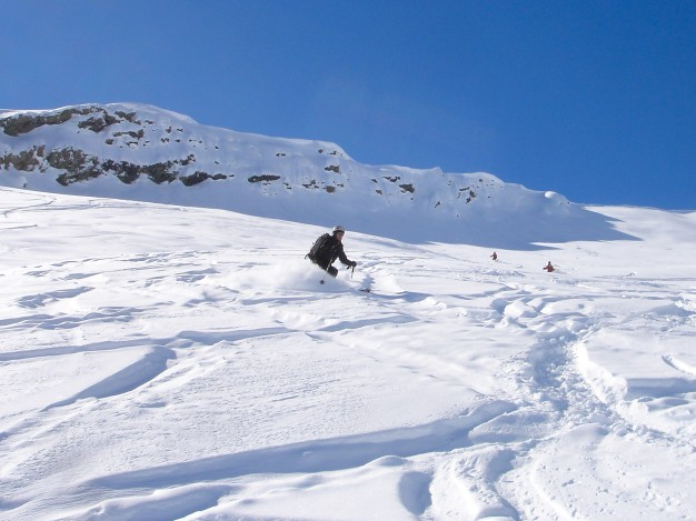 Descente en ski de randonnée à la Blanche avec les guides de Serre Chevalier.