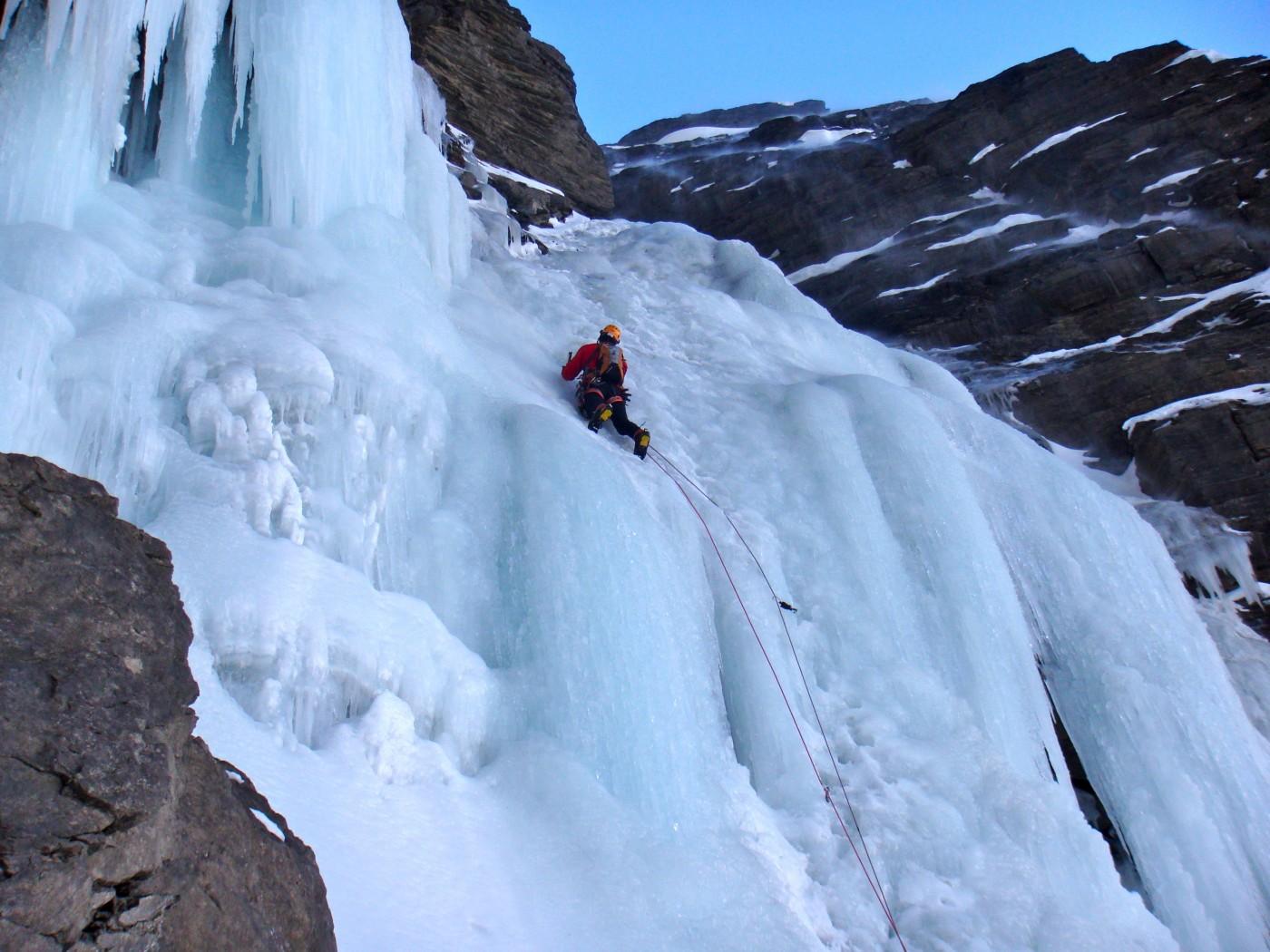 Escalade sur glace au torrent de Gramusat, à Freissinières.