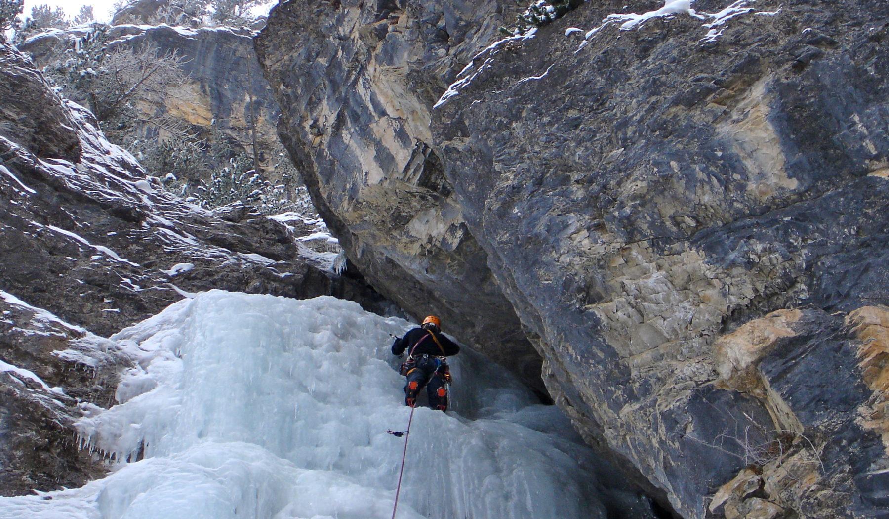 Escalade en cascade de glace avec les guides de Serre Chevalier.
