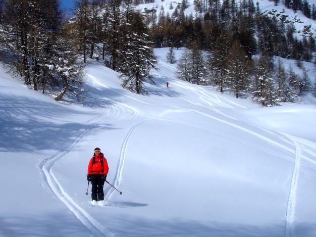 Descente hors piste sur Borgata. Free ride à Sestriere avec les guides de Serre Chevalier.