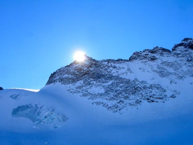 Descente hors piste sur le glacier de la Girose. Free ride à la Grave, avec les guides de Serre Chevalier.